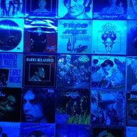 Foto tirada no(a) Luna The Home Of Live music por London L. em 3/31/2012