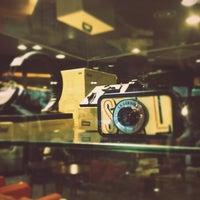 Foto diambil di John White cafe oleh Hwaz P. pada 4/2/2012