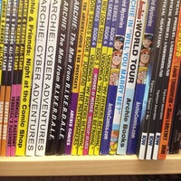 Das Foto wurde bei Bedrock City Comic Co. von Gus S. am 2/19/2012 aufgenommen