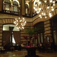 Foto scattata a Pera Palace Hotel Jumeirah da Alexander K. il 4/13/2012