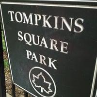 7/14/2012 tarihinde Laurence P.ziyaretçi tarafından Tompkins Square Park Dog Run'de çekilen fotoğraf