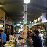 Foto diambil di South Melbourne Market oleh Lindsay R. pada 4/1/2012