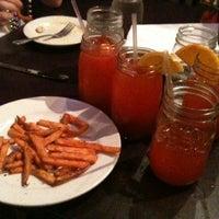 2/22/2012 tarihinde Dana K.ziyaretçi tarafından Moonshine'de çekilen fotoğraf