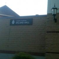 4/13/2012 tarihinde Shannon G.ziyaretçi tarafından Hyland Hall (University of Scranton)'de çekilen fotoğraf