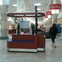 Foto tirada no(a) Tacoma Mall por Evan M. em 4/10/2012