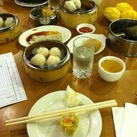 2/23/2012 tarihinde Benn R.ziyaretçi tarafından China Pearl Restaurant'de çekilen fotoğraf