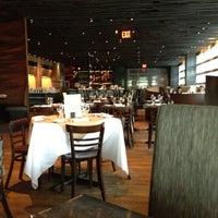 Das Foto wurde bei Landmarc von Laurel T. am 5/2/2012 aufgenommen