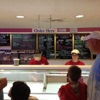Photo prise au Katie's Homemade Ice Cream par Fred L. le8/21/2012