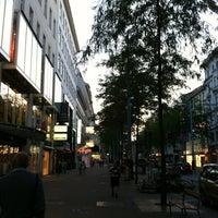 รูปภาพถ่ายที่ Mariahilfer Straße โดย julia b. เมื่อ 8/12/2012
