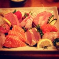 Foto tomada en Tomoe Sushi por Melissa L. el 8/18/2012