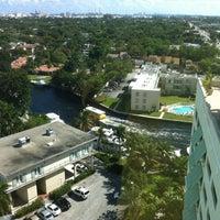 Foto diambil di Riverside Hotel oleh Keston D. pada 3/18/2012