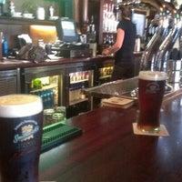 Foto tirada no(a) Tigin Irish Pub por Michael B. em 7/25/2012