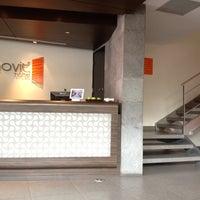 Foto tomada en Hotel Novit por Jacqueline A. el 8/14/2012
