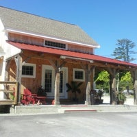 รูปภาพถ่ายที่ Red Barn Coffee At Angel's Cafe โดย Amanda J. เมื่อ 8/29/2012