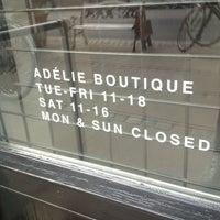 Foto tomada en Adélie Boutique por Mads el 9/9/2012
