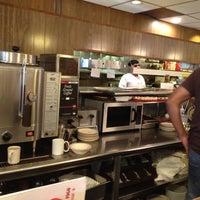 Foto scattata a Harry's Coffee Shop da Mike E. il 8/14/2012