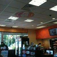 7/25/2012 tarihinde Polly S.ziyaretçi tarafından Dunkin Donuts'de çekilen fotoğraf