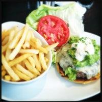 Foto tirada no(a) 5 Napkin Burger por Paul M. em 8/17/2012