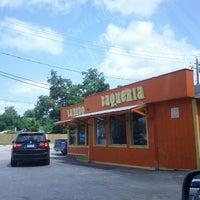 Foto tirada no(a) Laredo Taqueria por Kenny M. em 5/25/2012