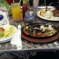 Foto diambil di Chili's Grill & Bar Restaurant oleh Ilyas R. pada 8/14/2012