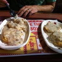 Photo prise au Bojangles' Famous Chicken 'n Biscuits par Olivia M. le7/7/2012