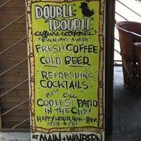 Photo prise au Double Trouble Caffeine & Cocktails par Makenna N. le6/10/2012