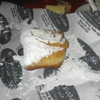 Das Foto wurde bei Artisan Foods Bakery & Café von Jeffrey D. am 7/21/2012 aufgenommen