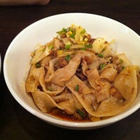 7/14/2012 tarihinde Tomziyaretçi tarafından Xi'an Famous Foods'de çekilen fotoğraf