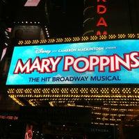 Foto tirada no(a) Disney's MARY POPPINS at the New Amsterdam Theatre por Maru P. em 4/12/2012
