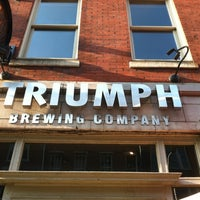 Foto tirada no(a) Triumph Brewing Company por Kate S. em 8/16/2012