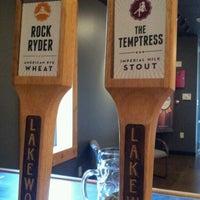 Photo prise au Lakewood Brewing Company par Stephanie R. le9/1/2012