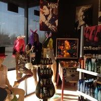 Снимок сделан в Hail The Hair King Salon & Spa пользователем Travis M. 3/16/2012