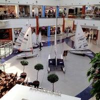 รูปภาพถ่ายที่ Floripa Shopping โดย Ricardo Mais B. เมื่อ 4/17/2012