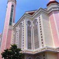 Photo prise au Al-Iman Mosque par ,7TOMA™®🇸🇬 S. le8/14/2012
