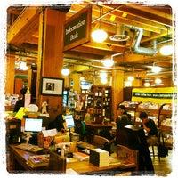 Foto tirada no(a) Tattered Cover Bookstore por Yeipí J. em 6/2/2012