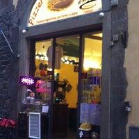 Foto scattata a Pizzeria O' Vesuvio Napoletana Forno Legna da Evan il 9/9/2012