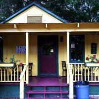 รูปภาพถ่ายที่ Hidden House Coffee โดย Paula W. เมื่อ 5/26/2012