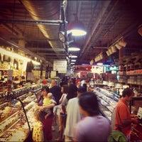 Das Foto wurde bei Reading Terminal Market von Ernest H. am 9/2/2012 aufgenommen