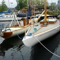 4/30/2012 tarihinde Myles C.ziyaretçi tarafından Center for Wooden Boats'de çekilen fotoğraf
