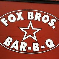 รูปภาพถ่ายที่ Fox Bros. Bar-B-Q โดย airlineguys เมื่อ 6/3/2012