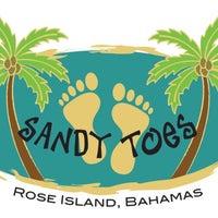 Das Foto wurde bei Sandy Toes, Rose Island von FRESH B. am 7/29/2012 aufgenommen