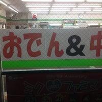 Foto scattata a ファミリーマート 佐真下店 da Hitoshi A. il 8/31/2012