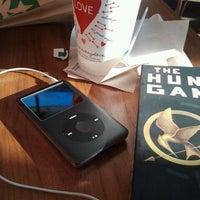 Foto tirada no(a) Starbucks por Stevie em 2/7/2012