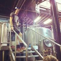 รูปภาพถ่ายที่ Half Acre Beer Company โดย Robert S. เมื่อ 8/25/2012
