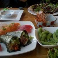 Снимок сделан в Sushi Den пользователем Dejay N. 2/11/2012