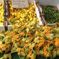 Foto scattata a Hillcrest Farmers Market da Ashley il 6/3/2012