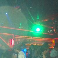 รูปภาพถ่ายที่ Voodoo Motel โดย Vinicius W. เมื่อ 3/10/2012