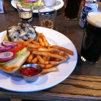 Foto scattata a Jordan's Bistro & Pub da Zhen Z. il 5/9/2012
