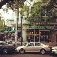 Foto tomada en Starbucks por Felipe G. el 7/25/2012