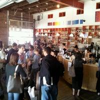 รูปภาพถ่ายที่ Halcyon Coffee, Bar & Lounge โดย Adam A. เมื่อ 3/11/2012